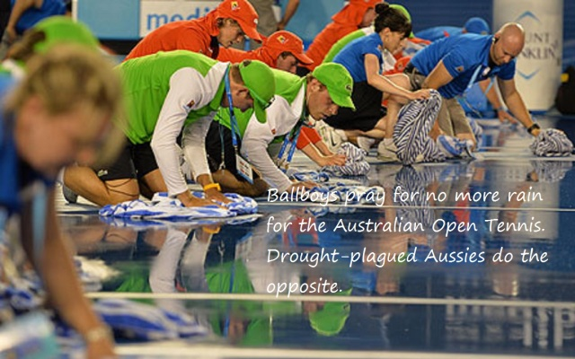 BallBoys mopping court at Aussie Open Tenis haiga