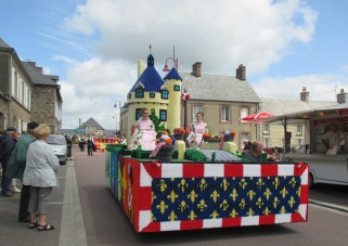 carneval 2014 1st float comes through